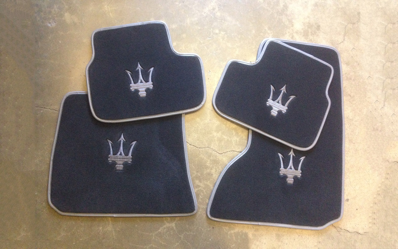 Floor mats in velour - Click On The Image Below To Get Zoomed View Of The Item